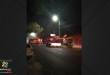 Fuego consume vivienda en Liberia la noche de este viernes