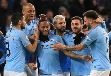 Sterling asegura el liderato del Manchester City