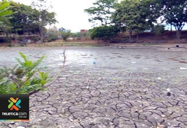 Falta de lluvias provoca que los lagos de La Sabana y el parque de La Paz estén prácticamente secos