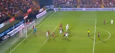 Gol mal anulado desató la furia de Grecia