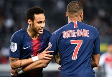 Neymar vuelve a jugar con PSG después de tres meses lesionado en celebración del título francés