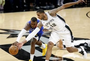 Spurs vencen a Nuggets y fuerzan séptimo partido en playoffs de NBA | AFP