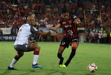 Alajuelense y Saprissa se enfrentaron en el Morera Soto en el Clásico Nacional   CORTESÍA PRENSA ALAJUELENSE