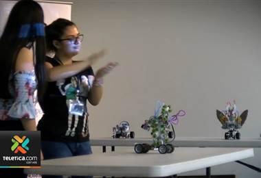 Fundación Omar Dengo ofrece cursos gratuitos de robótica a jóvenes con discapacidad auditiva