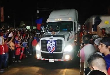 Carroza que transportó a San Carlos en su celebración del título   WÁLTER Mora