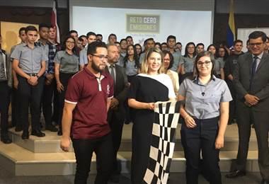"""La primera dama Claudia Dobles asistió a la presentación del proyecto """"Reto cero emisiones""""."""