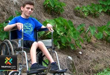 Joven con parálisis cerebral, pie equino y miopía requiere su ayuda para volver a caminar