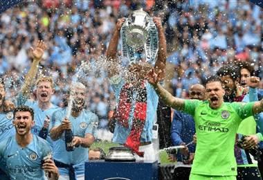 Manchester City arrolló al Watford y conquistó el histórico triplete en Inglaterra