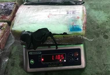 Policía capturó a camionero que transportaba 50 paquetes de droga en tanque de combustible