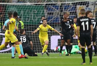 Pedro logra un empate esperanzador para el Chelsea en Fráncfort