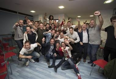 El equipo de Osasuna celebra su regresó a la primera división española   Osasuna