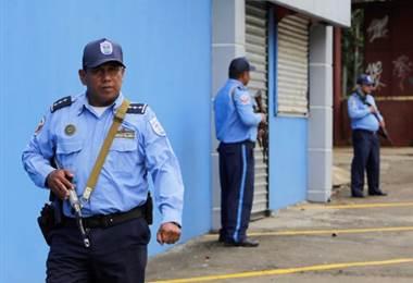 Policías nicaragüenses en Managua, Nicaragua. Foto AFP