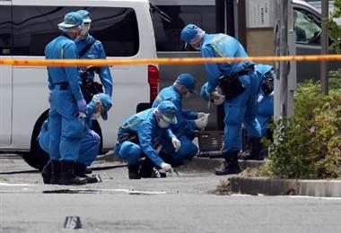 Autoridades investigan crimen con arma blanca en Japón.