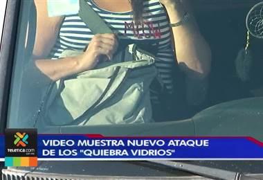 Policía tiene identificado al quiebra vidrios grabado en video mientras asaltaba a conductora