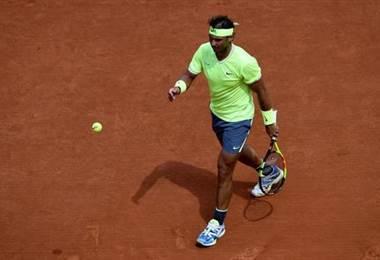 Rafael Nadal se pasea en segunda ronda en Roland Garros