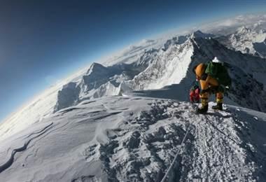 Por qué una sombra mortal cuelga de la cumbre del Everest