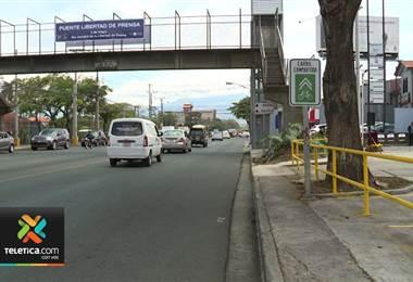 Bautizan puente peatonal y calle en La Sabana en reconocimiento al periodismo nacional