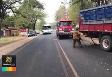 Conductor resultó herido de gravedad tras colisionar contra un árbol en Guanacaste