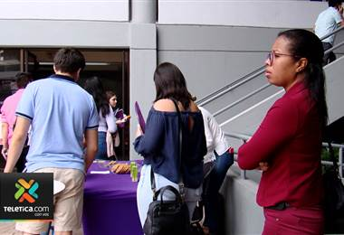 Expertos aconsejan a los padres acompañar a sus hijos a la hora de elegir una carrera universitaria