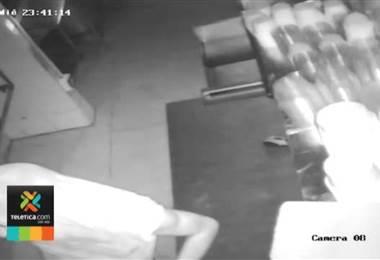 Hombre que es investigado por robos y hurtos ha ingresado tres veces a robar un mismo local