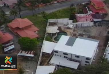 ¿Quién permitió que la lujosa casa de un supuesto narco se construyera sin ningún permiso municipal?