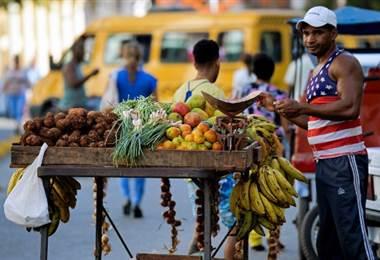 Venta de alimentos en Cuba. Foto AFP