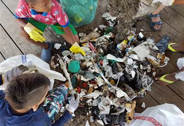 Playas limpias para todos | Lois Solano - Surfing Nation Mag