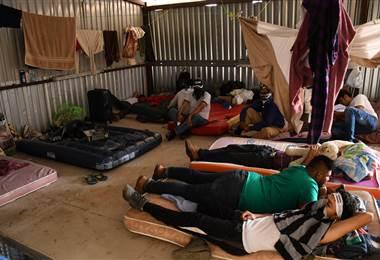 Una bodega que sirve de refugio para nicaragüenses en Costa Rica