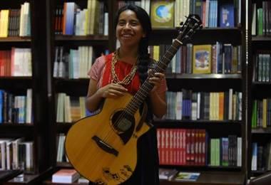 Sara Curruchich, cantautora guatemalteca. Foto AFP