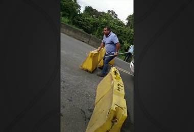 Conductor levanta por la fuerza bloqueo en Guácimo de Limón
