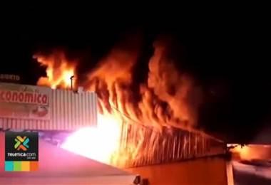 Autoridades aún no determinan las causas de incendio que consumió bodegas en Barranca Puntarenas