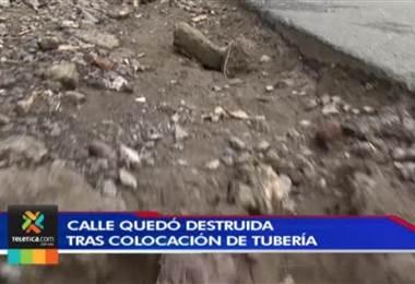 Vecinos de Cartago tienen meses esperando que arreglen calle que quedó destruida tras colocación de tubería