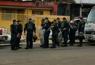 Autoridades realizan un desalojo en el Triángulo de Solidaridad en Tibás