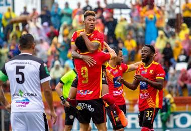 José Guillermo Ortiz celebra su gol con Herediano - CORTESÍA PRENSA HEREDIANO