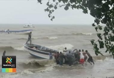 Fuertes vientos que azotan al país generan olas fuertes en Limón y en el Pacífico Norte