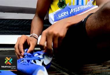 Joven atleta que vive en precario de Esparza compite en los Juegos Nacionales con tenis prestadas