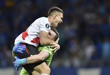 Armani y Santos Borré de River Plate se funden en un emotivo abrazo | AFP