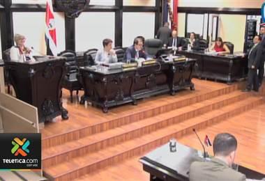 Ministra de Hacienda compareció ante diputados para explicar impacto del préstamo de los Eurobonos