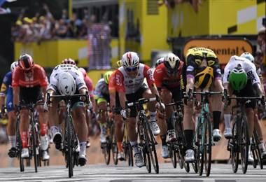 Holandés Mike Teunissen gana la primera etapa y es líder del Tour 2019 |AFP