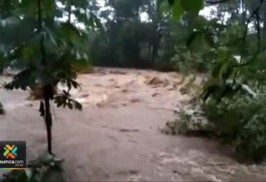 Upala amanece inundado tras fuertes aguaceros