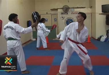 Policía de Limón creó academia de taekwondo para que jóvenes se alejen de las drogas