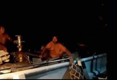 Autoridades atienden el hundimiento de una embarcación frente a las costas de Puntarenas