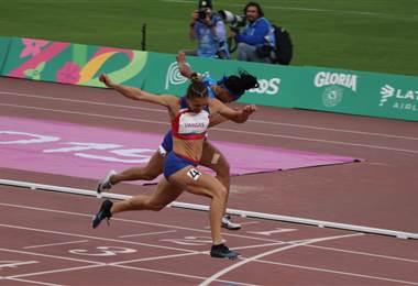 Andrea Vargas ganadora de la medalla de oro en 100 m vallas | Olman Mora