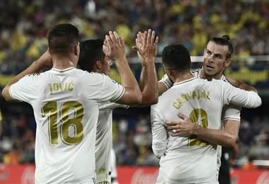 Los jugadores del Real Madrid felicitan a Gareth Bale   AFP