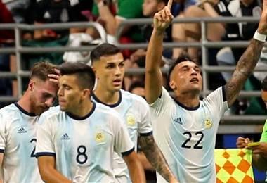Argentina derrotó a México. AFP