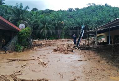 Inundaciones y deslizamientos en Golfito. CNE
