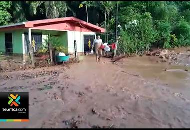 CNE continúa con la asistencia humanitaria a familias afectadas por deslizamiento en Río Claro