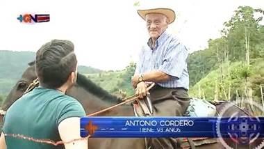 Este roble de 93 años baila y hasta monta a caballo
