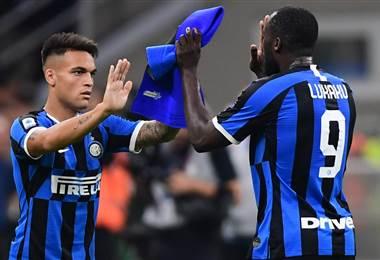 Inter celebra estar en la cima. AFP