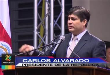 """Carlos Alvarado criticó """"la vagabundería y los privilegios"""" en su discurso de la Independencia"""